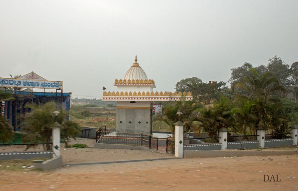 2015_01_India_08_road to Mysore_007